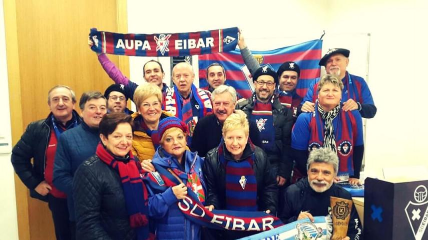 Las peñas de SD Eibar y Málaga CF, hermanadas antes del partido de LaLiga Santander